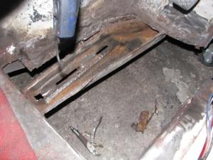 220SE rust repair 021